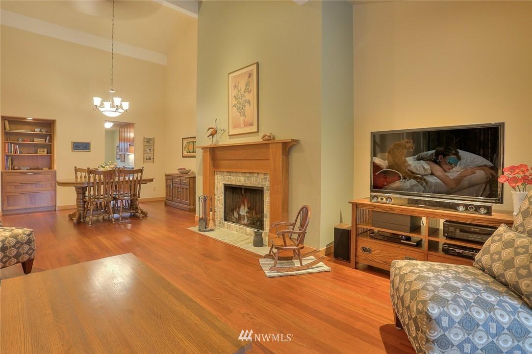 Sold Property | 13730 15th Avenue NE #A304 Seattle, WA 98125 5