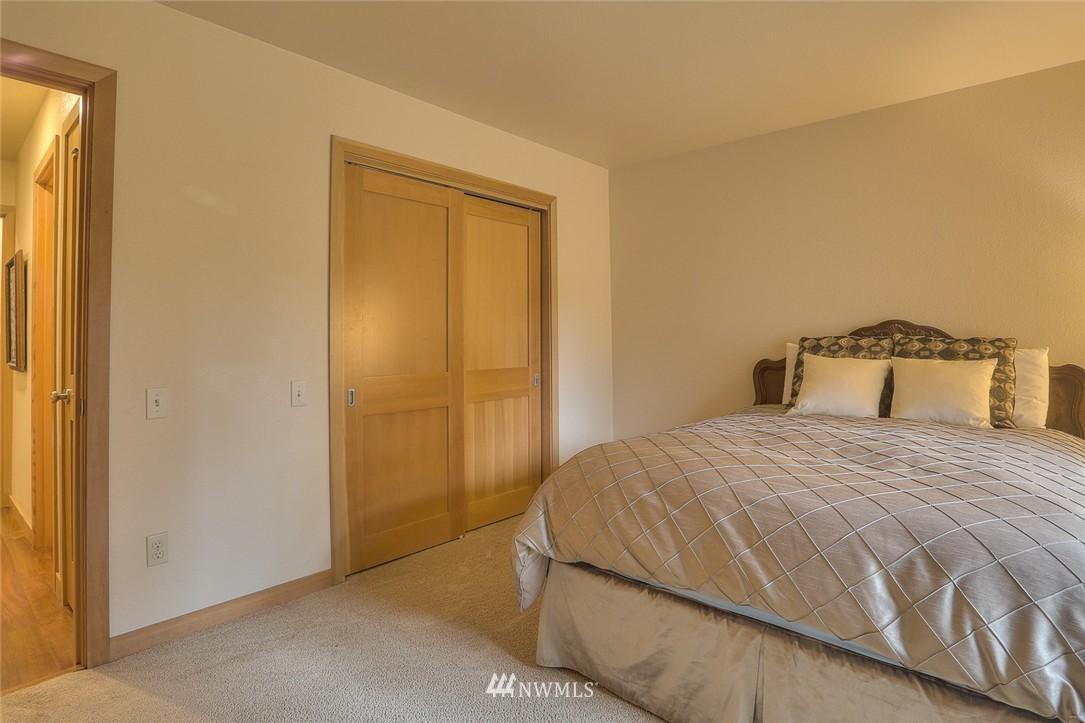 Sold Property | 13730 15th Avenue NE #A304 Seattle, WA 98125 18