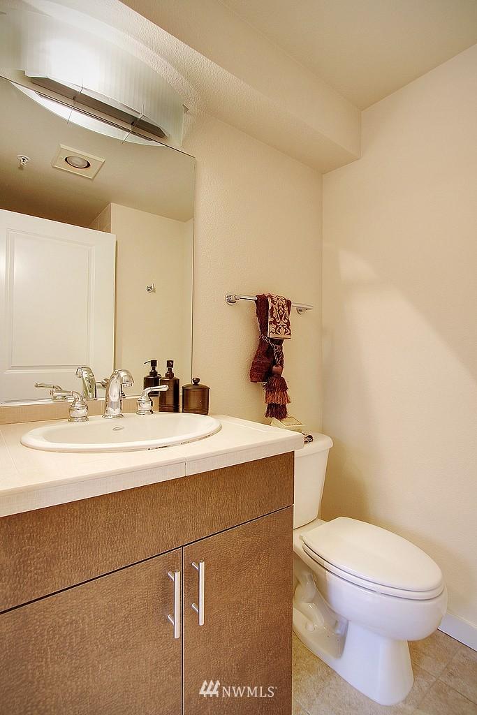 Sold Property | 626 4th Avenue W #303 Seattle, WA 98119 7