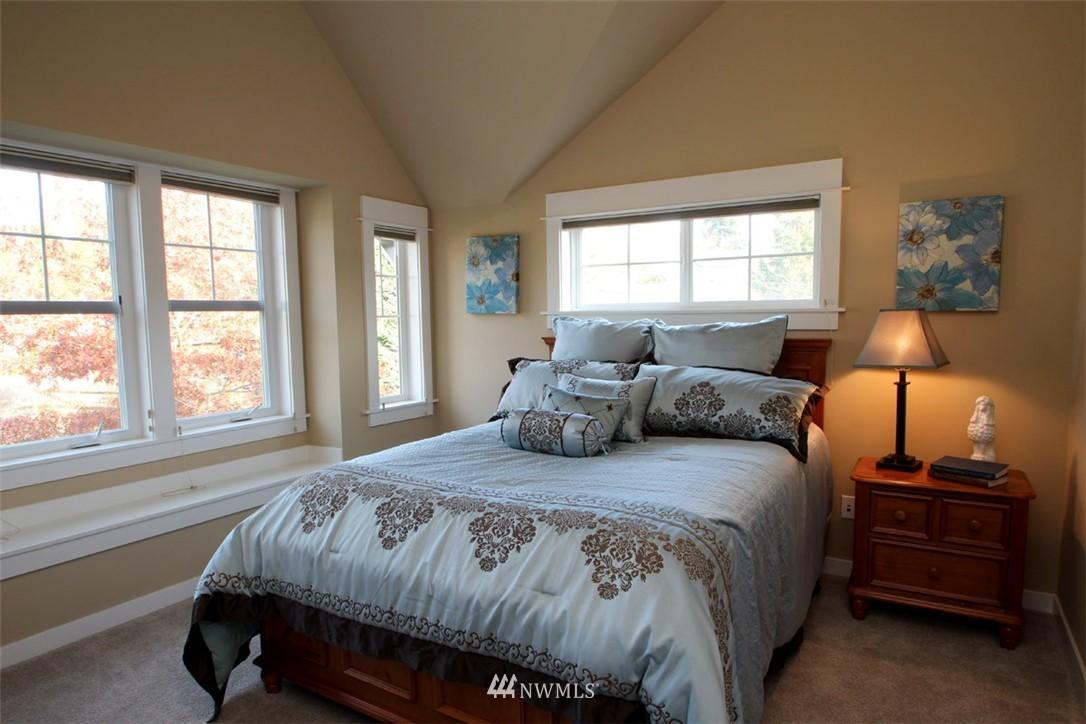 Sold Property | 5813 55th Avenue NE #B Seattle, WA 98105 7