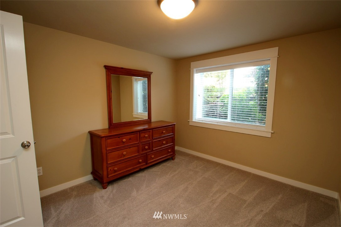 Sold Property | 5813 55th Avenue NE #B Seattle, WA 98105 11