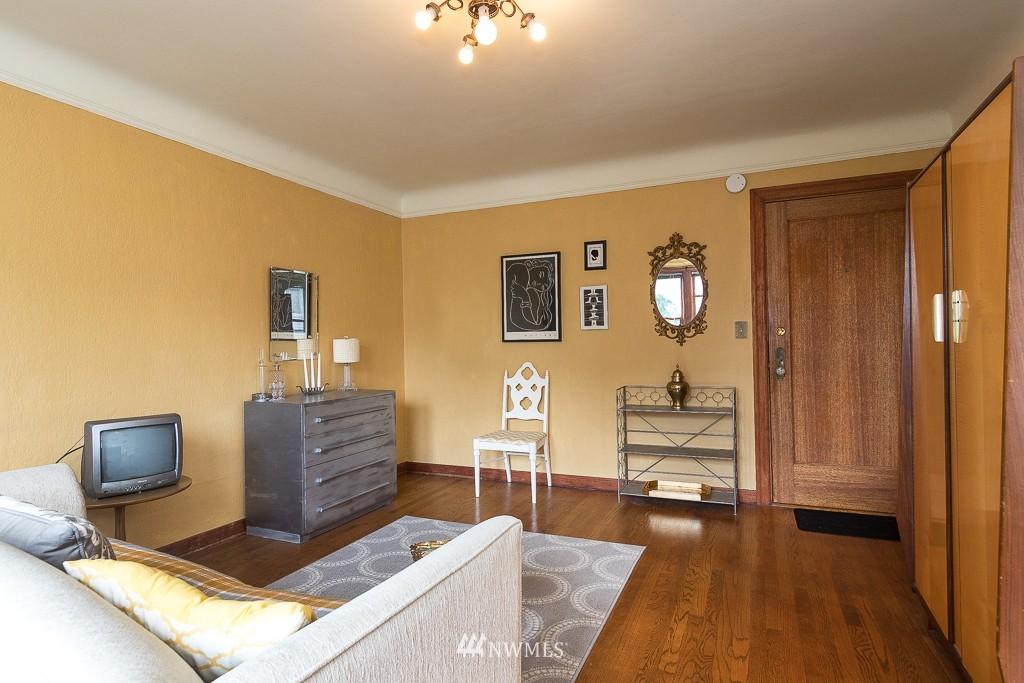 Sold Property | 220 W Olympic Place #309 Seattle, WA 98119 2