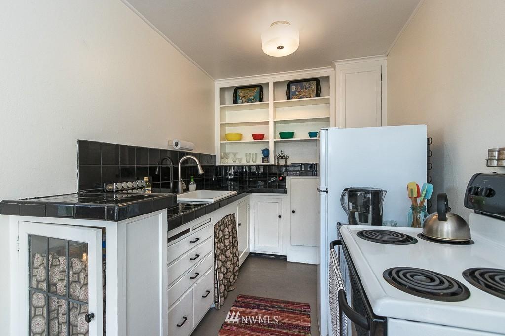 Sold Property | 220 W Olympic Place #309 Seattle, WA 98119 5