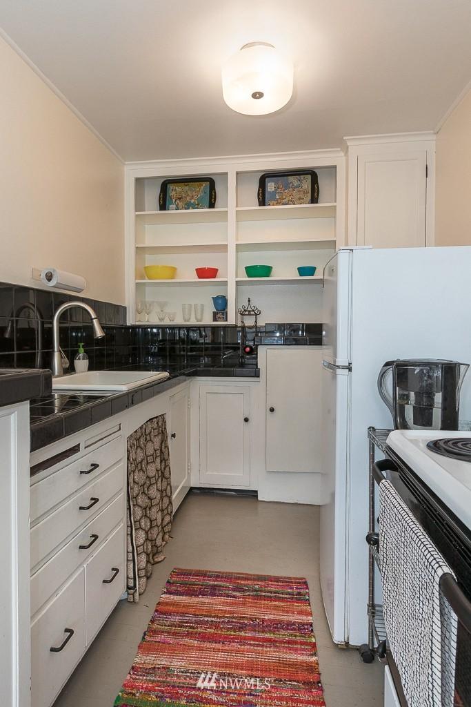 Sold Property | 220 W Olympic Place #309 Seattle, WA 98119 6