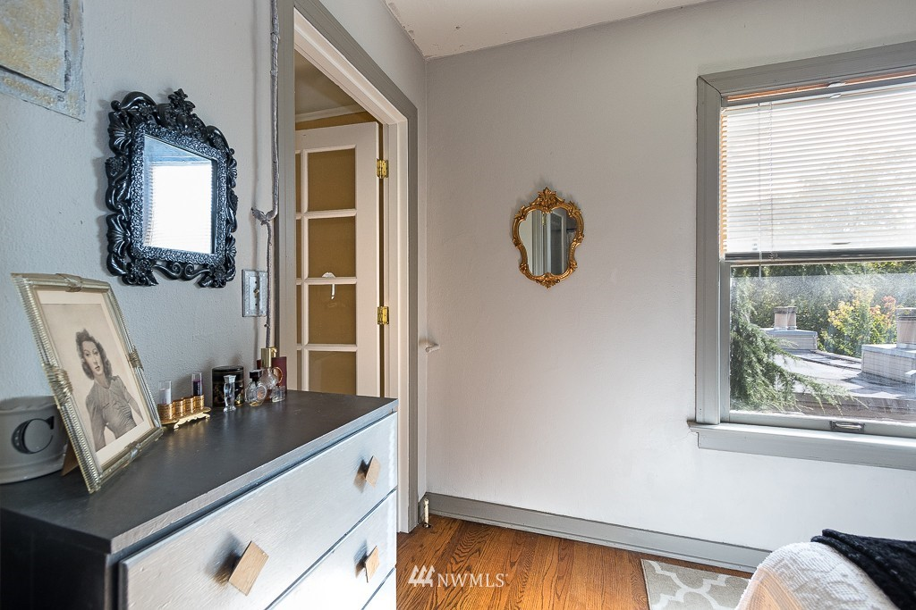 Sold Property | 220 W Olympic Place #309 Seattle, WA 98119 8