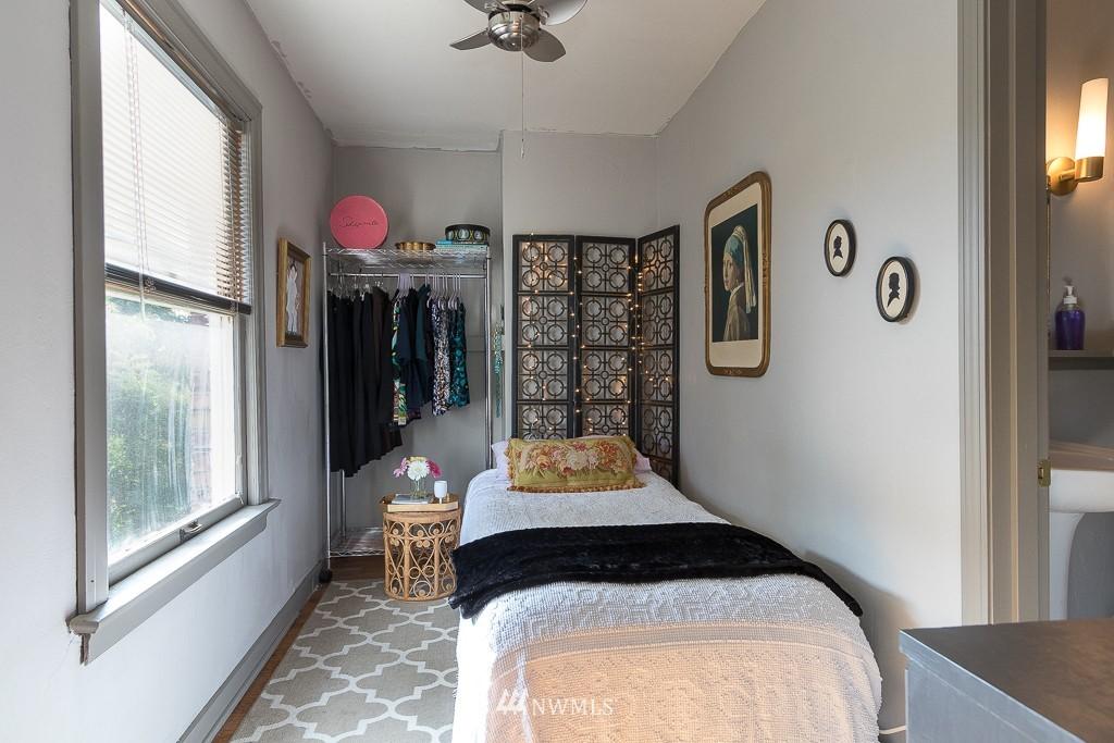 Sold Property | 220 W Olympic Place #309 Seattle, WA 98119 10