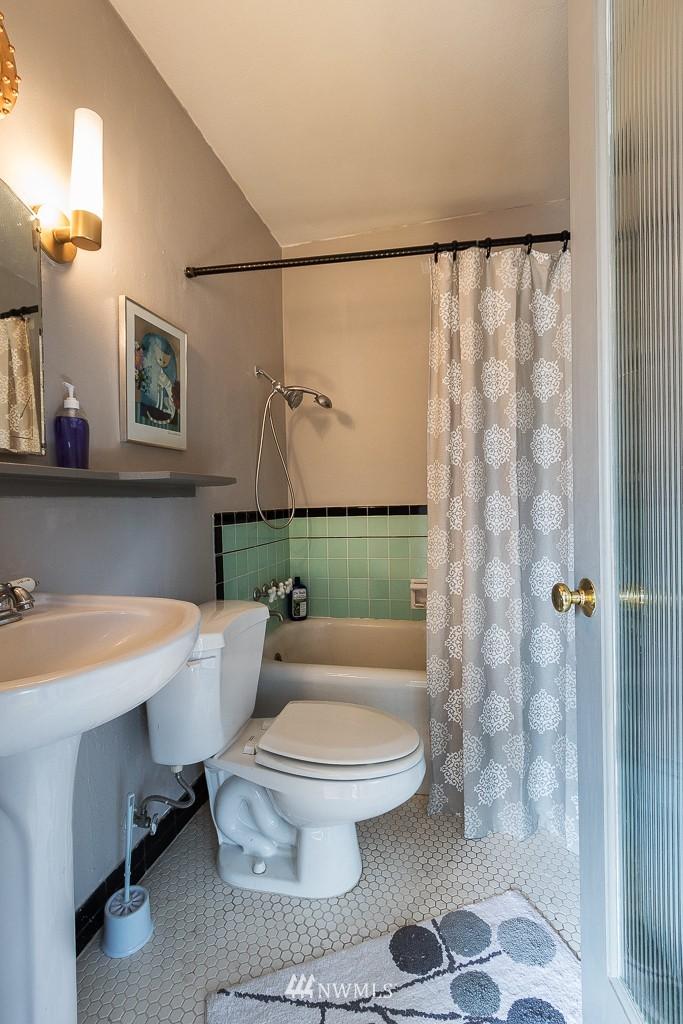 Sold Property | 220 W Olympic Place #309 Seattle, WA 98119 11
