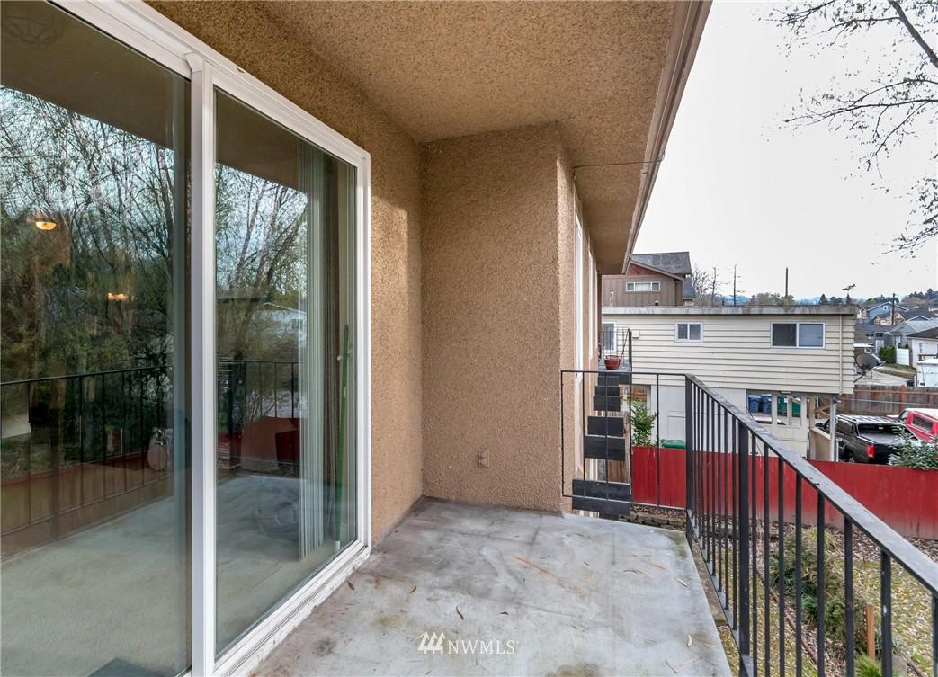 Sold Property | 4525 S Henderson Street #301 Seattle, WA 98118 14