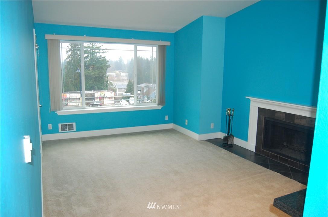 Sold Property | 937 N 200th Street #B303 Shoreline, WA 98133 2