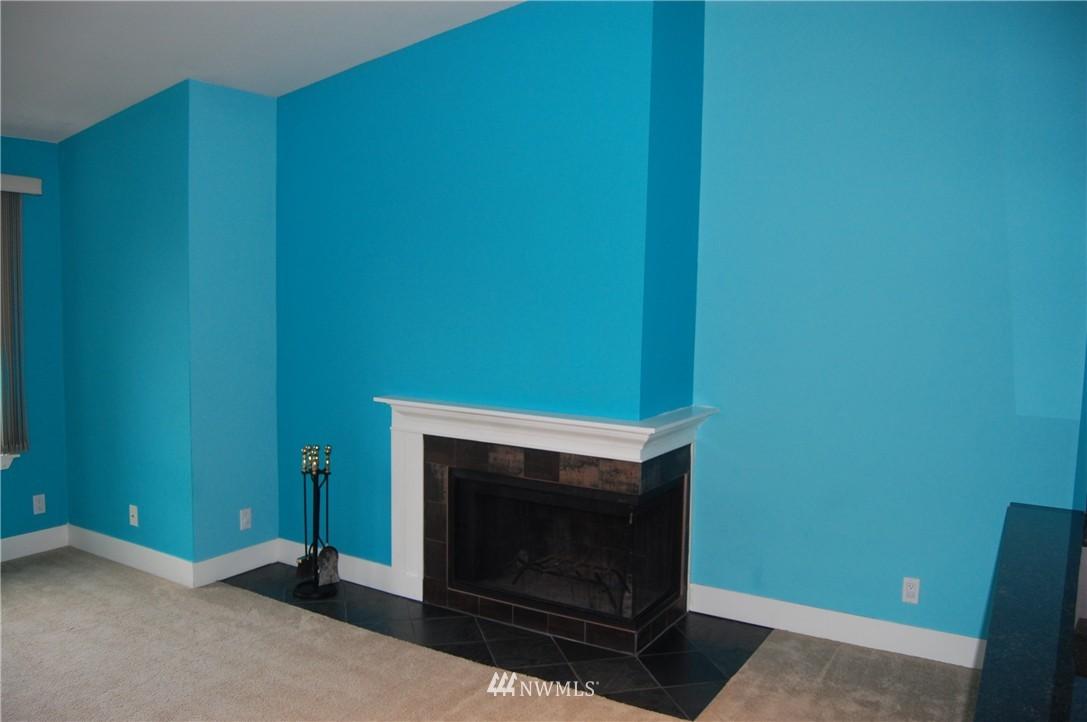 Sold Property | 937 N 200th Street #B303 Shoreline, WA 98133 3