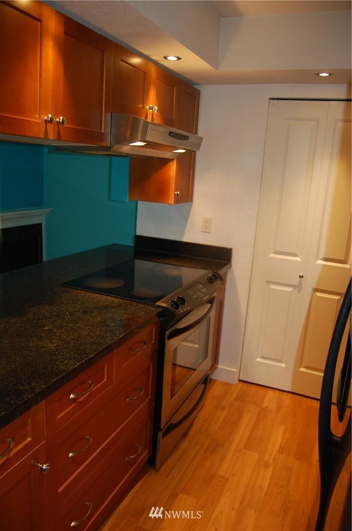 Sold Property | 937 N 200th Street #B303 Shoreline, WA 98133 4