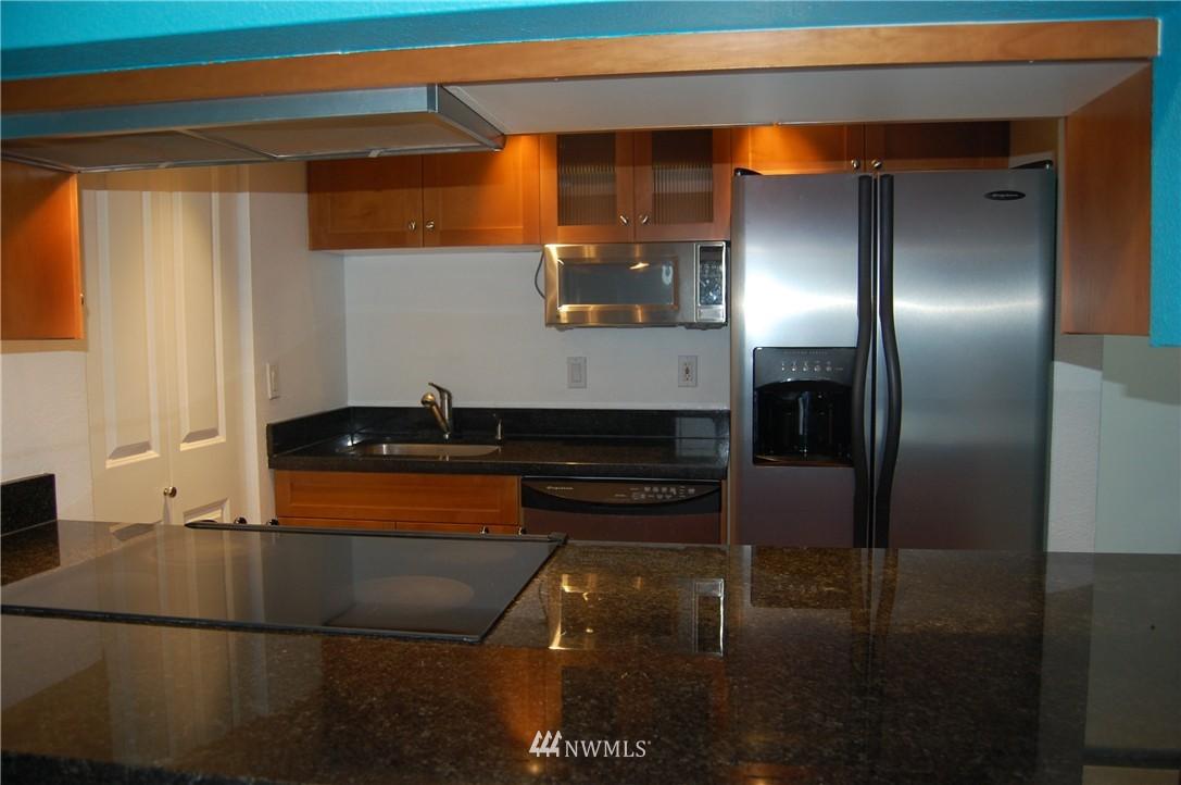 Sold Property | 937 N 200th Street #B303 Shoreline, WA 98133 7