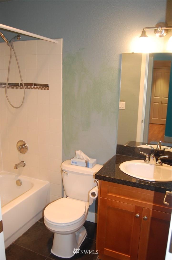 Sold Property | 937 N 200th Street #B303 Shoreline, WA 98133 13