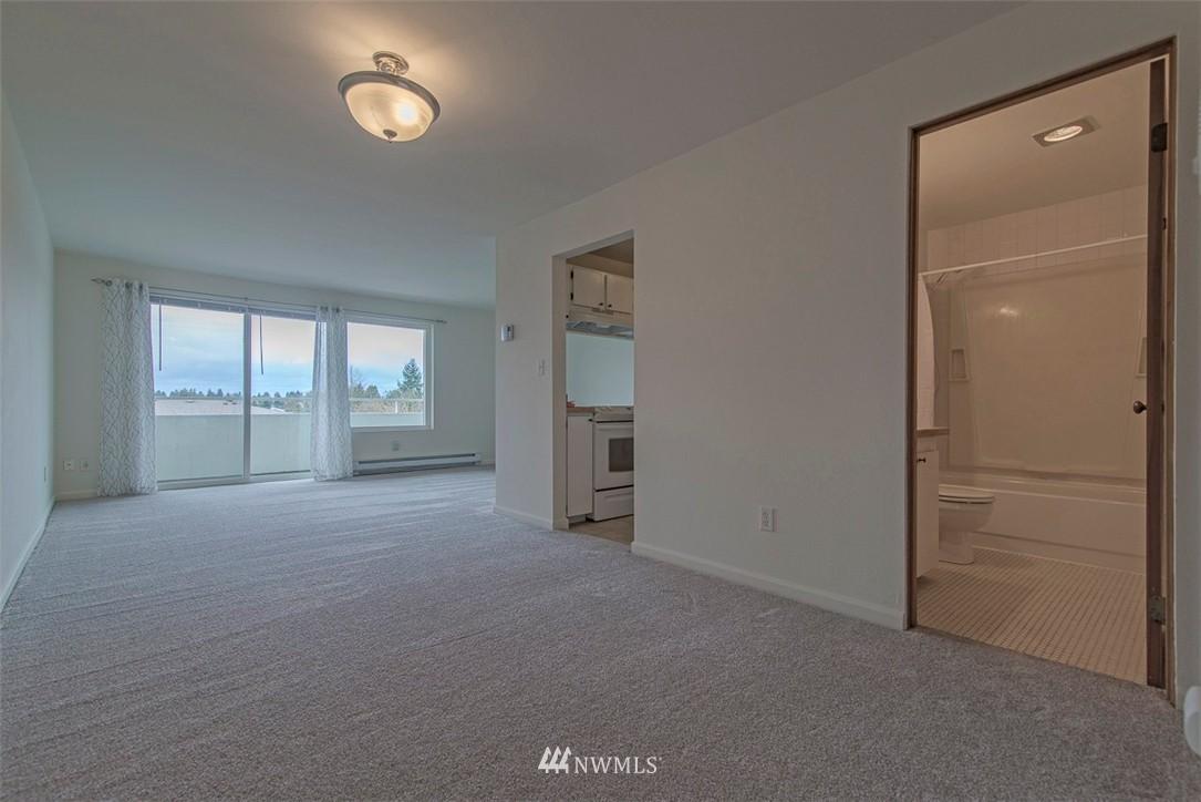 Sold Property   9558 Greenwood Avenue N #105 Seattle, WA 98103 4
