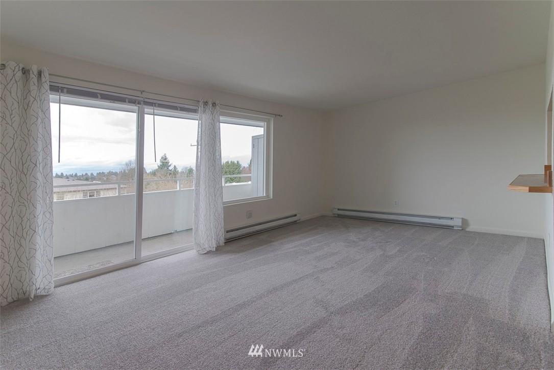 Sold Property   9558 Greenwood Avenue N #105 Seattle, WA 98103 6