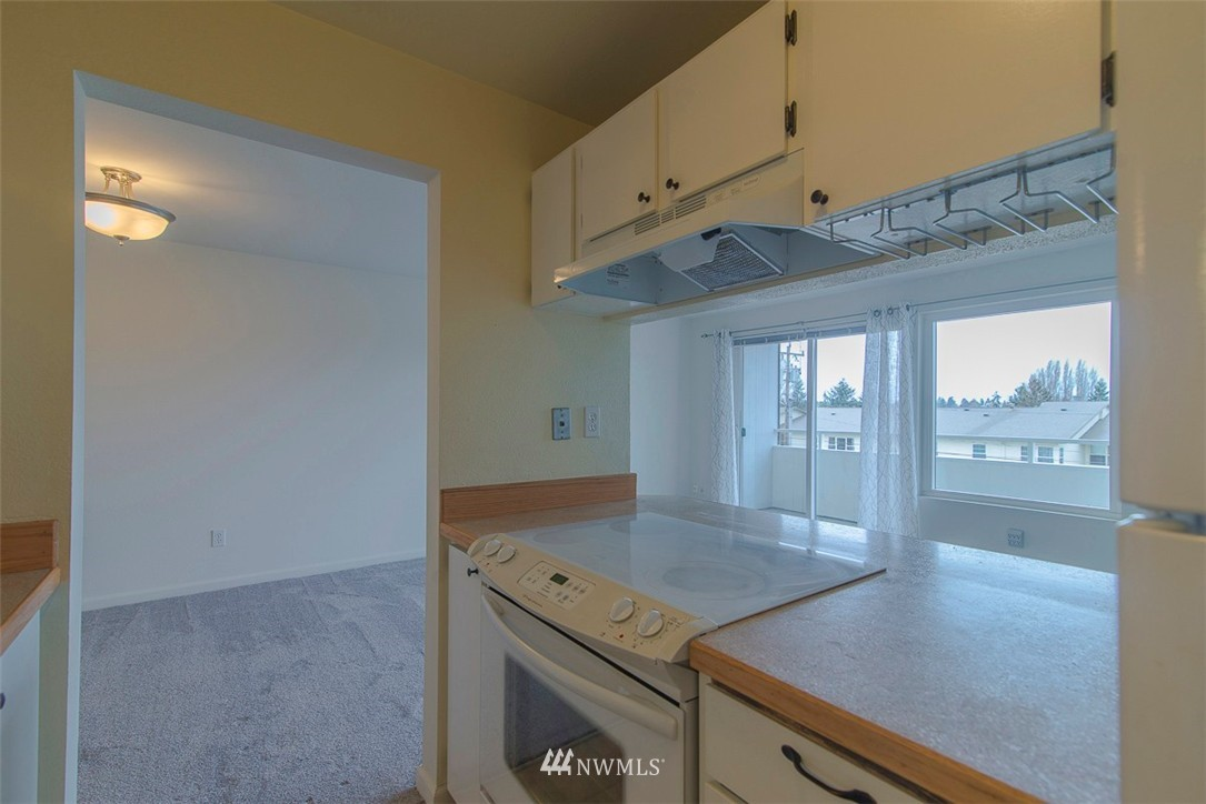 Sold Property   9558 Greenwood Avenue N #105 Seattle, WA 98103 11