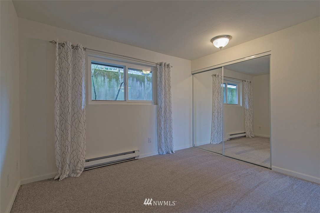 Sold Property   9558 Greenwood Avenue N #105 Seattle, WA 98103 13