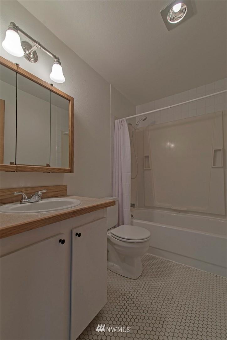 Sold Property   9558 Greenwood Avenue N #105 Seattle, WA 98103 14
