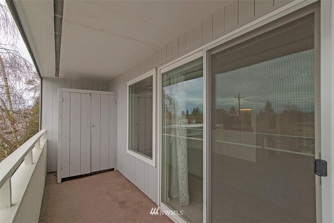 Sold Property   9558 Greenwood Avenue N #105 Seattle, WA 98103 15