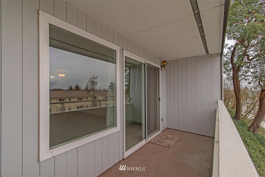 Sold Property   9558 Greenwood Avenue N #105 Seattle, WA 98103 16