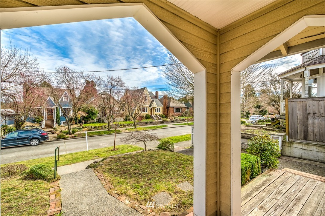 Sold Property   8045 19th Avenue NE Seattle, WA 98115 15
