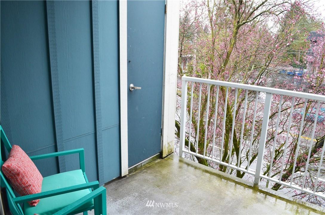 Sold Property | 300 N 130th Street #9-303 Seattle, WA 98133 5