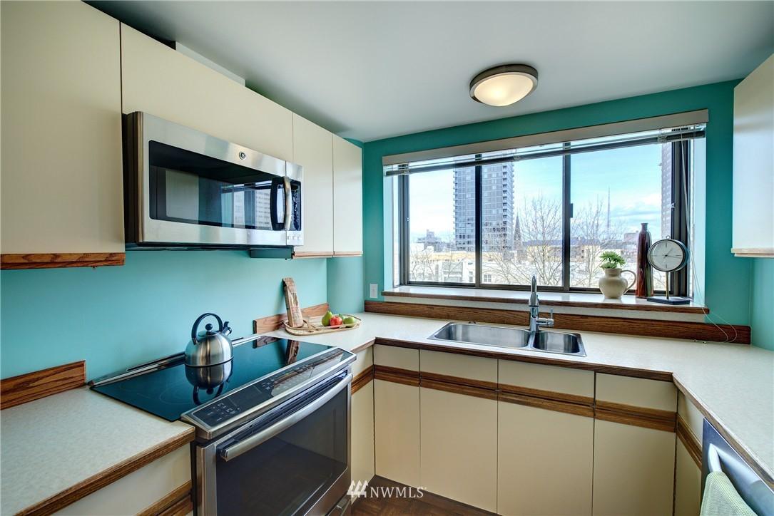 Sold Property | 1120 Spring Street #602 Seattle, WA 98104 8