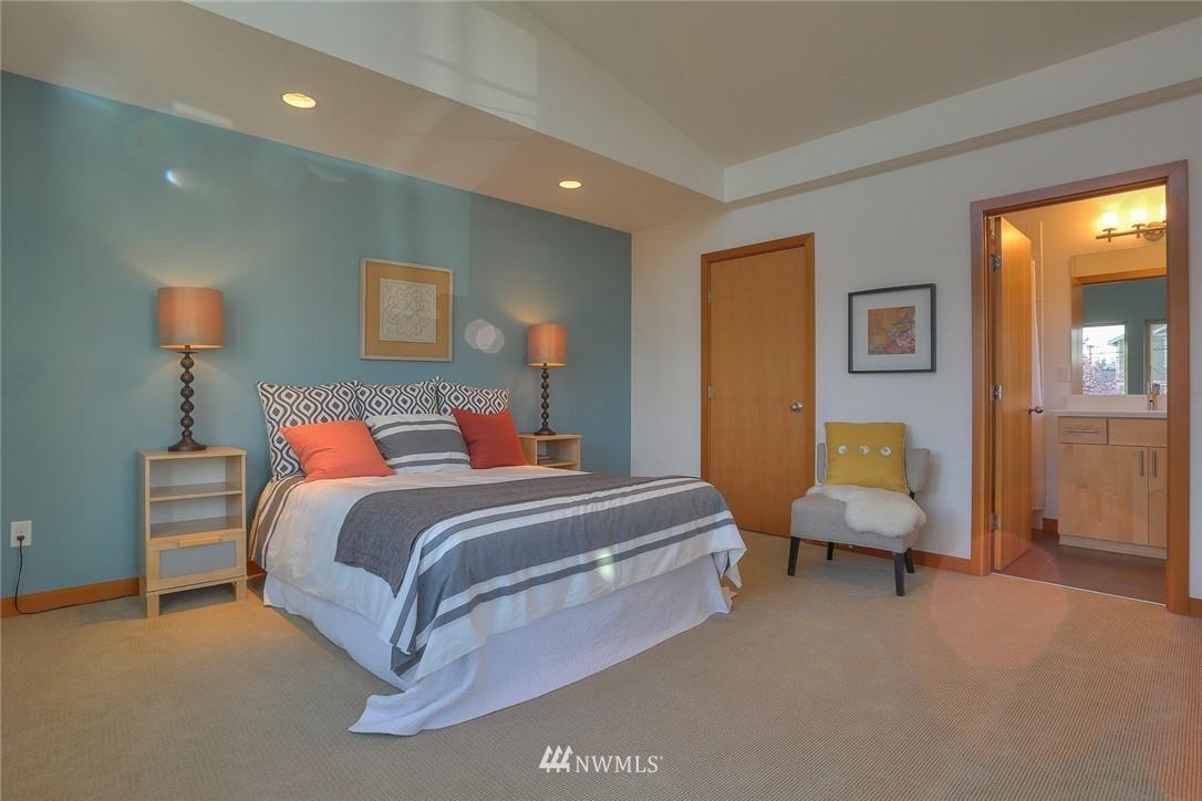 Sold Property   912 NW 51st Street #B Seattle, WA 98107 10