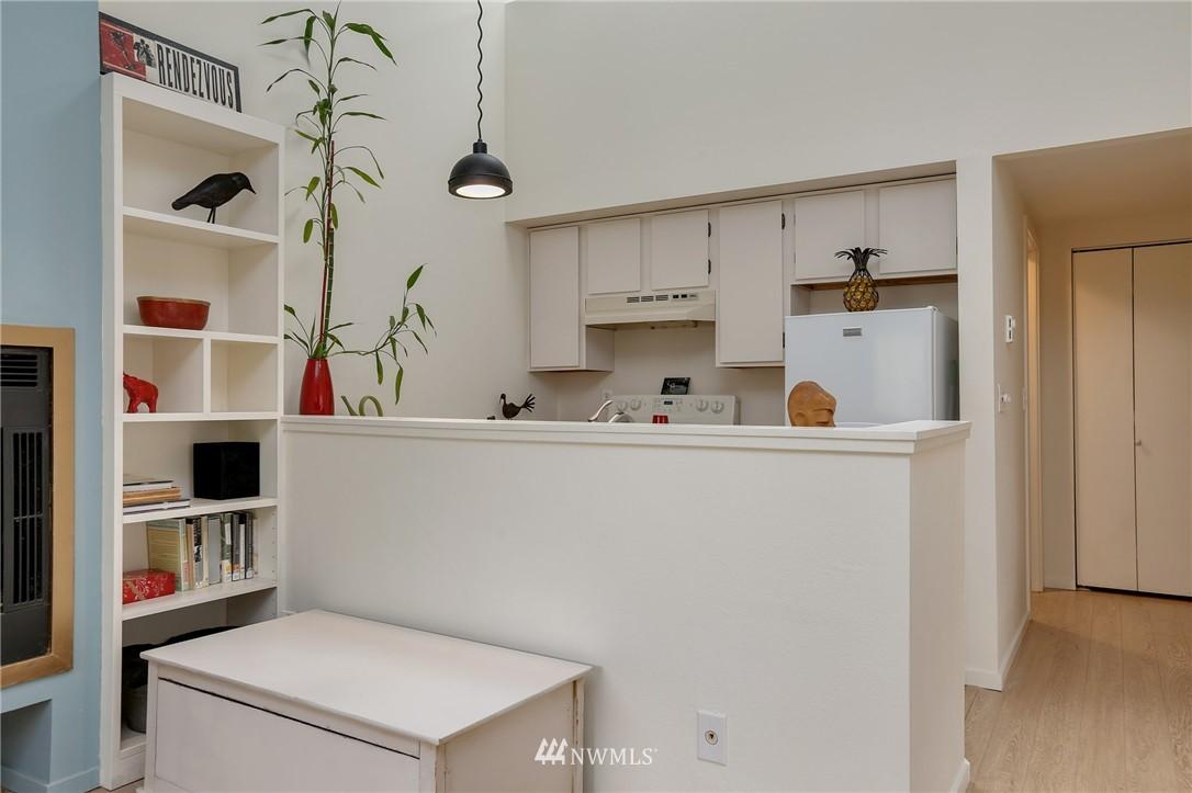 Sold Property | 1111 15th Avenue #8 Seattle, WA 98122 4