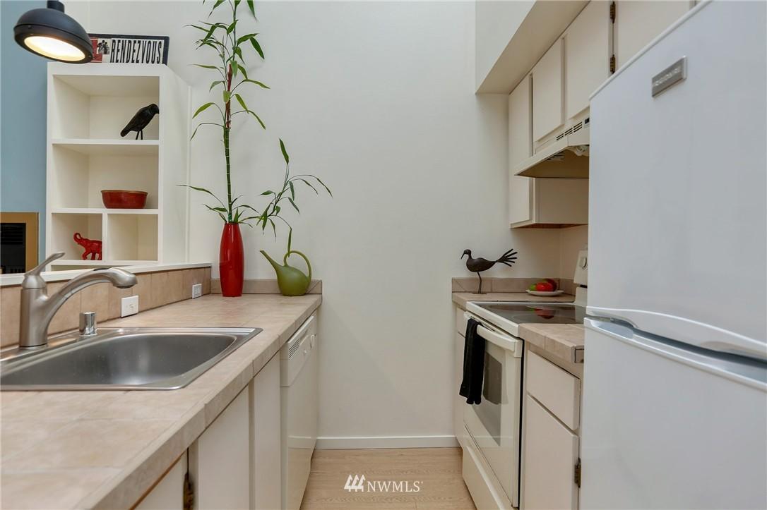 Sold Property | 1111 15th Avenue #8 Seattle, WA 98122 5