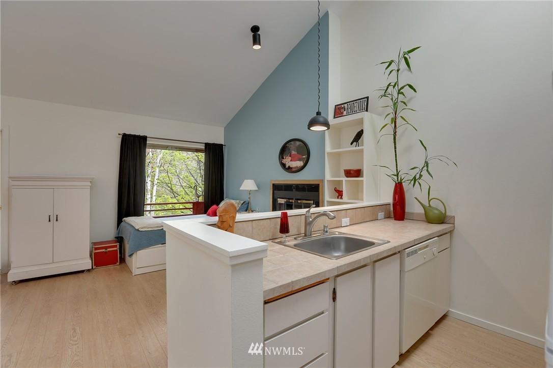 Sold Property | 1111 15th Avenue #8 Seattle, WA 98122 6