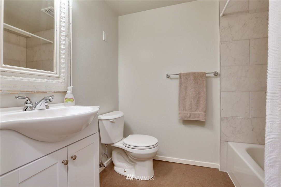 Sold Property | 1111 15th Avenue #8 Seattle, WA 98122 8