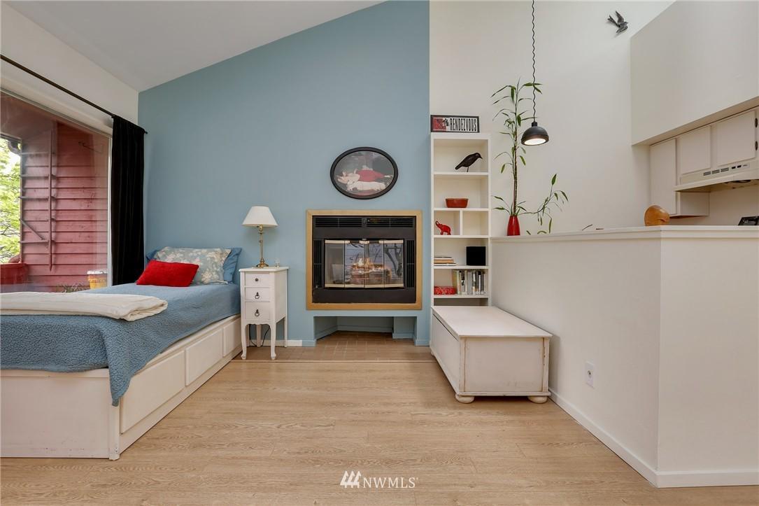 Sold Property | 1111 15th Avenue #8 Seattle, WA 98122 10