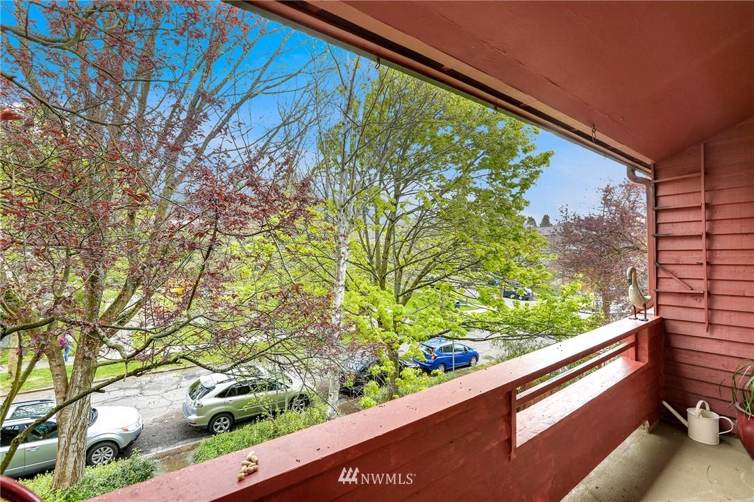 Sold Property | 1111 15th Avenue #8 Seattle, WA 98122 3