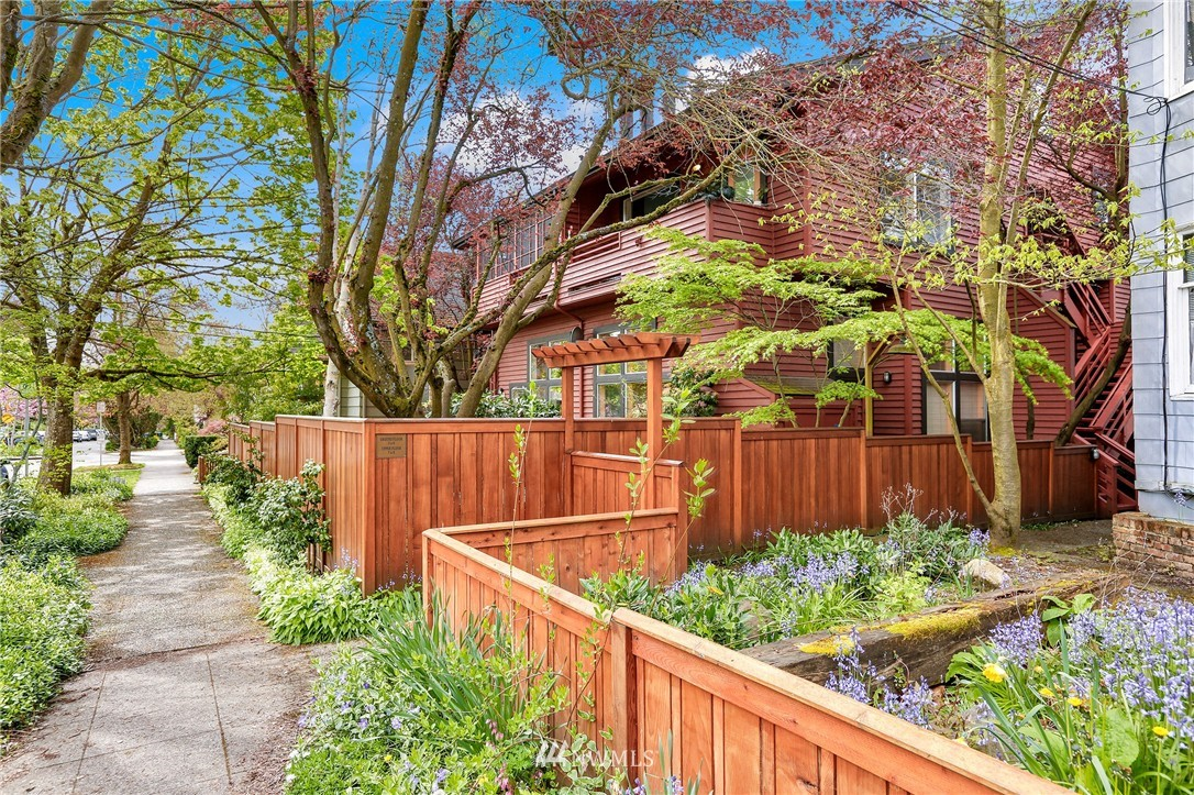 Sold Property | 1111 15th Avenue #8 Seattle, WA 98122 16