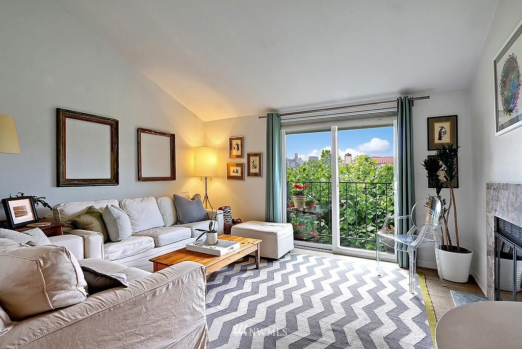 Sold Property   566 Highland Drive #302 Seattle, WA 98109 3