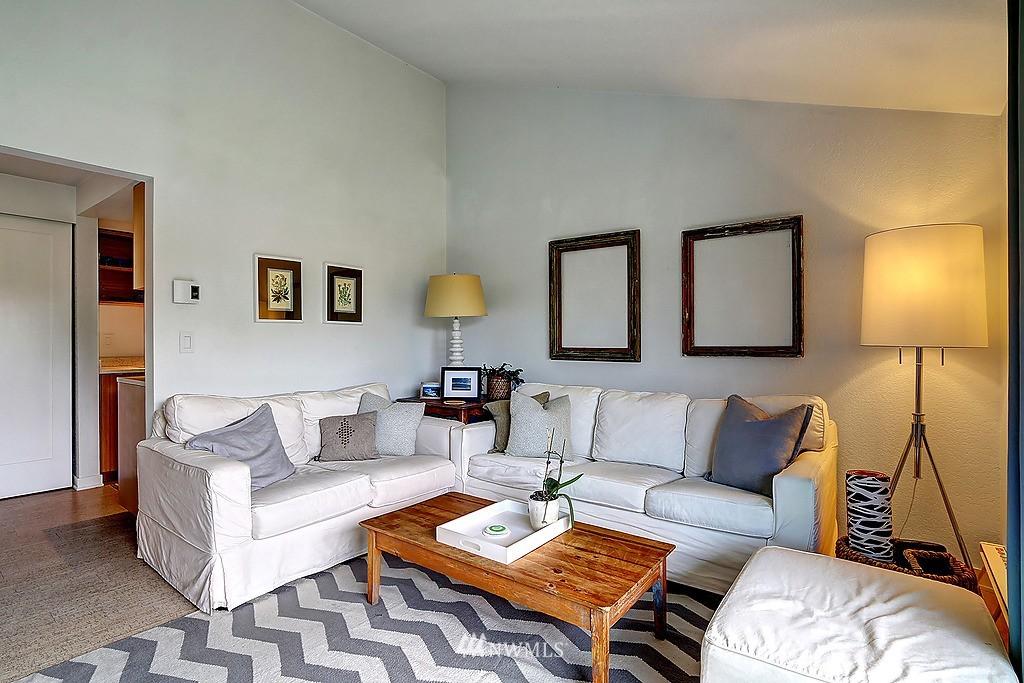 Sold Property   566 Highland Drive #302 Seattle, WA 98109 4