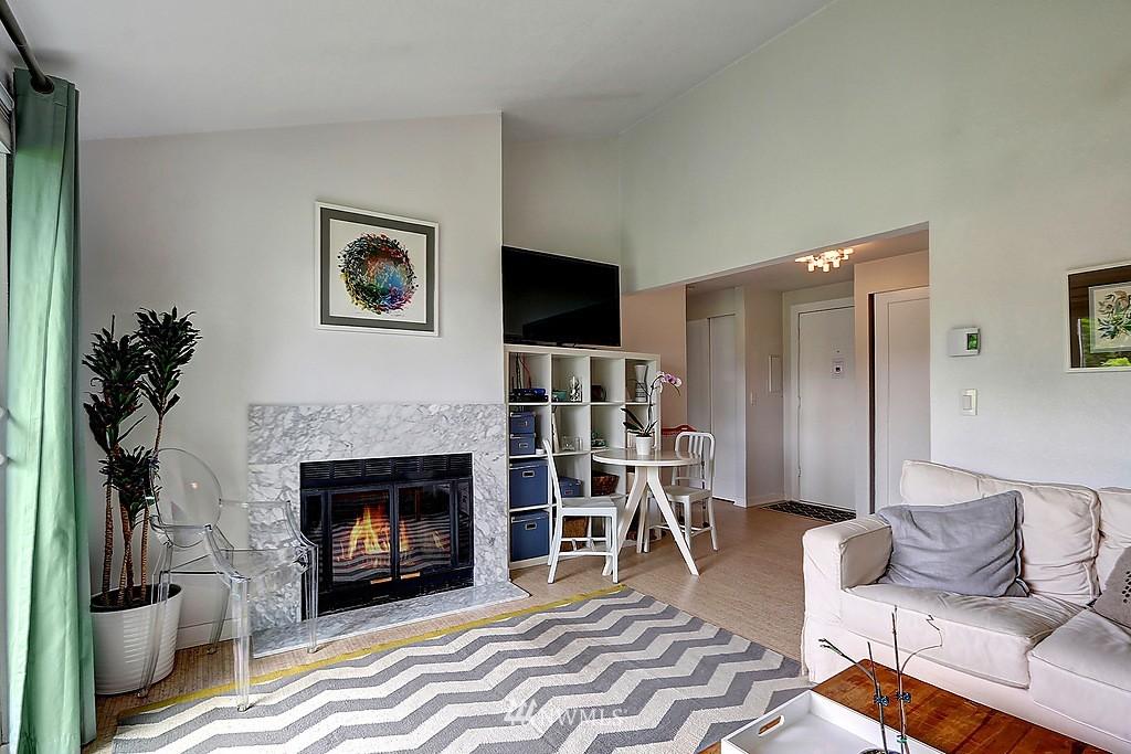Sold Property   566 Highland Drive #302 Seattle, WA 98109 5