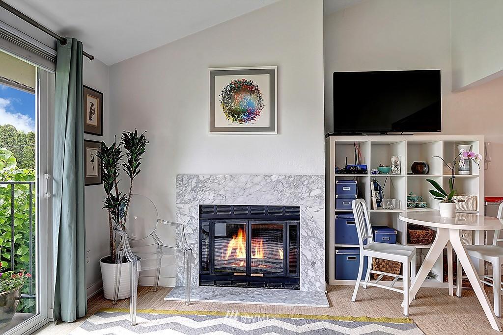 Sold Property   566 Highland Drive #302 Seattle, WA 98109 6