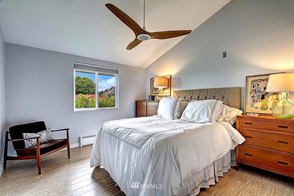 Sold Property   566 Highland Drive #302 Seattle, WA 98109 7