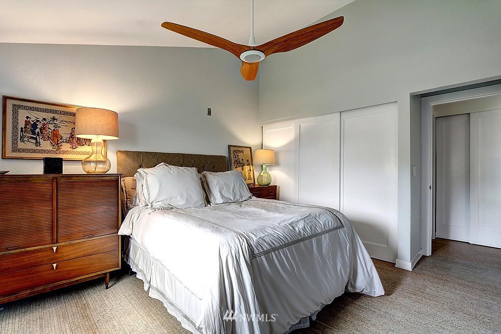 Sold Property   566 Highland Drive #302 Seattle, WA 98109 8