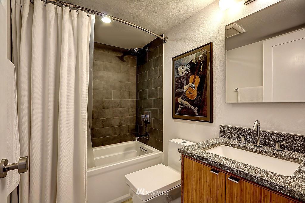 Sold Property   566 Highland Drive #302 Seattle, WA 98109 10