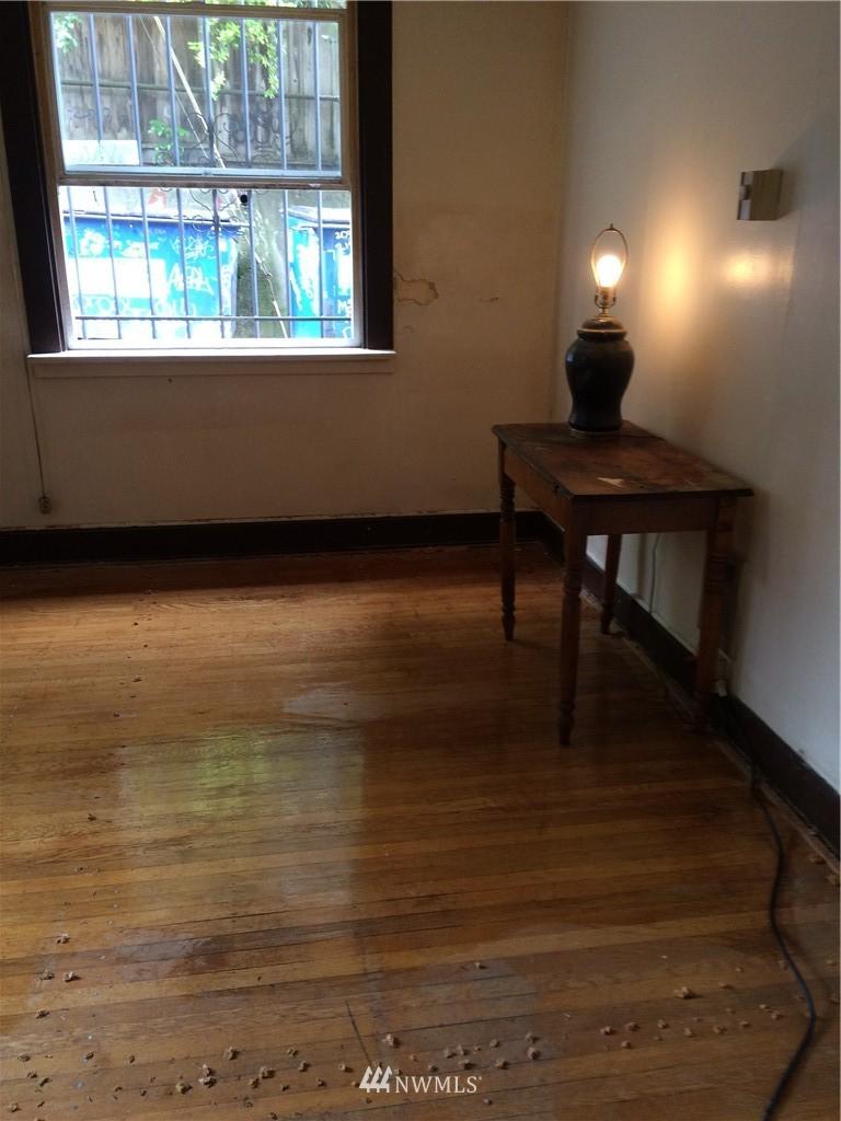 Sold Property | 214 Summit Avenue E #208 Seattle, WA 98102 7