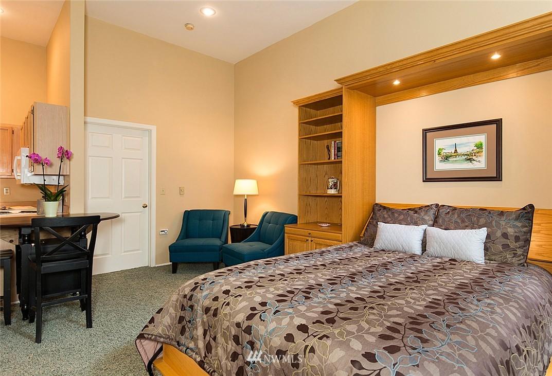 Sold Property   3028 Western Avenue #315 Seattle, WA 98121 6