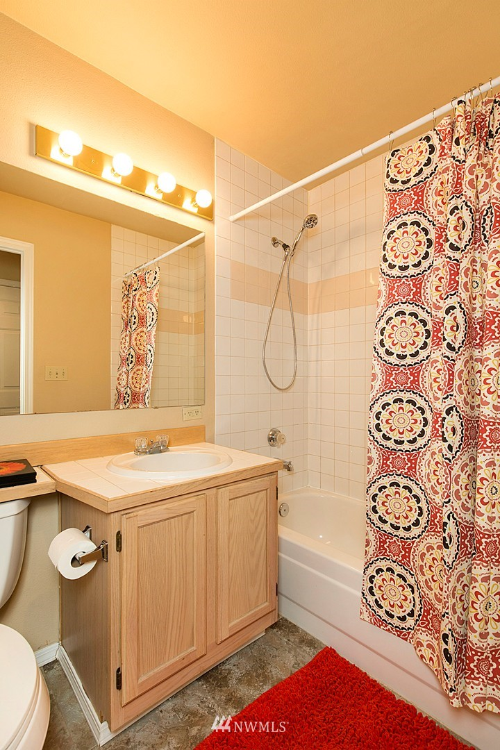 Sold Property   3028 Western Avenue #315 Seattle, WA 98121 9