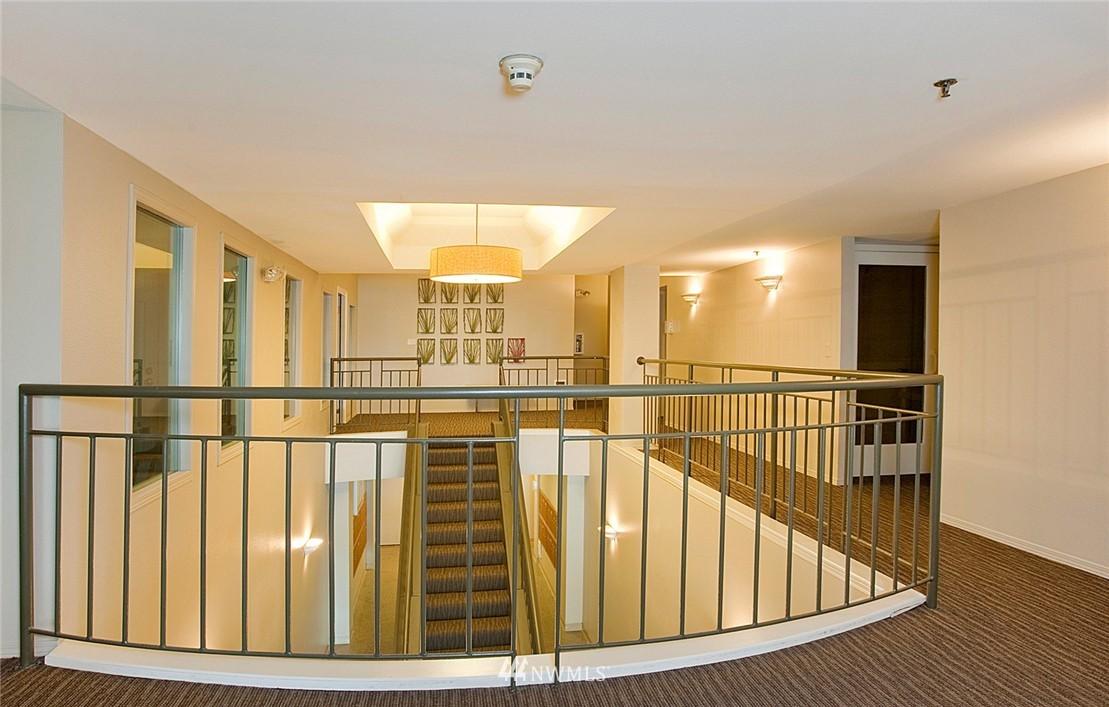 Sold Property   3028 Western Avenue #315 Seattle, WA 98121 17