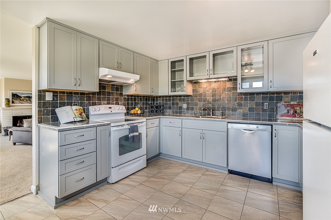 Sold Property | 2301 Fairview Avenue E #316A Seattle, WA 98102 8