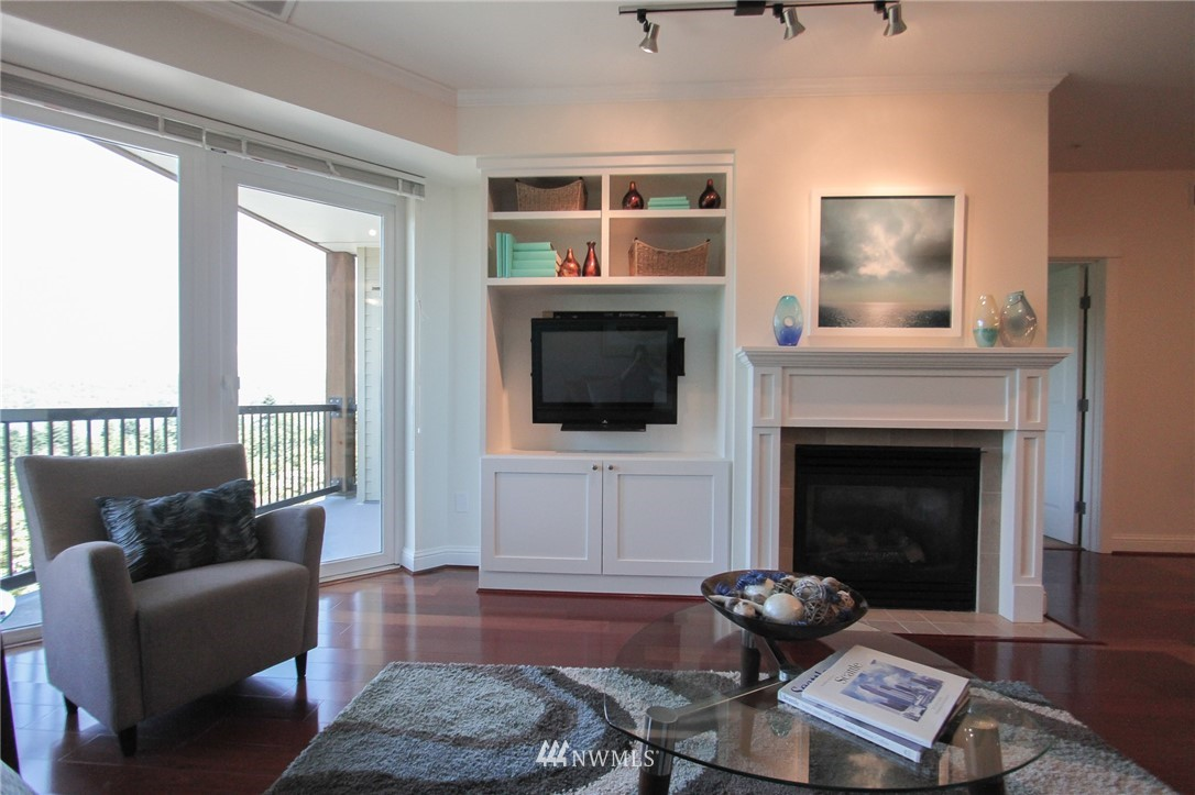 Sold Property | 18707 SE Newport Way #307 Issaquah, WA 98027 3