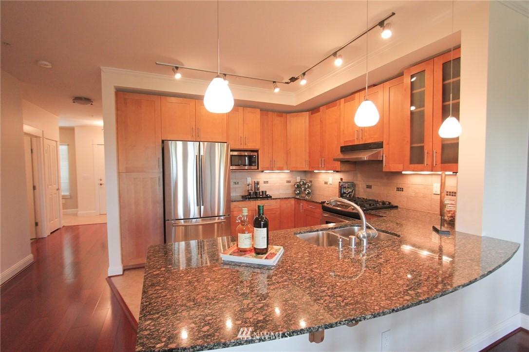 Sold Property | 18707 SE Newport Way #307 Issaquah, WA 98027 6