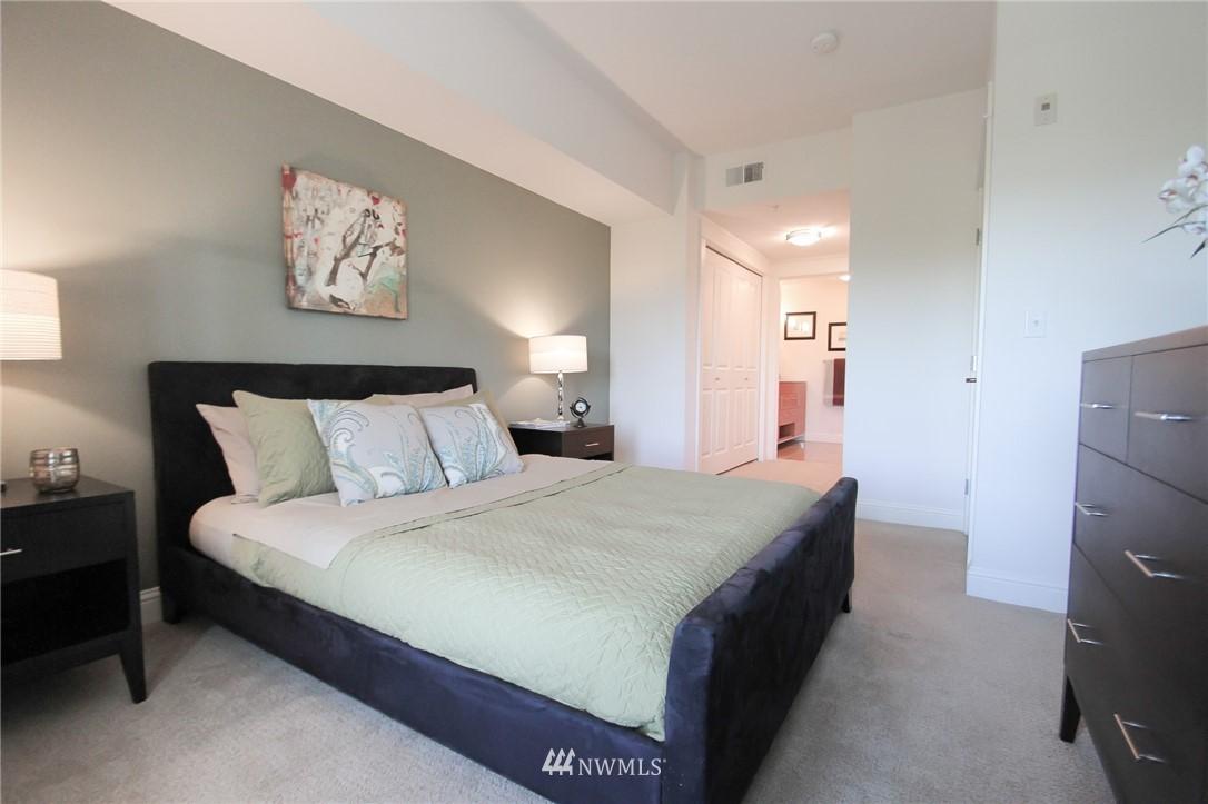 Sold Property | 18707 SE Newport Way #307 Issaquah, WA 98027 10
